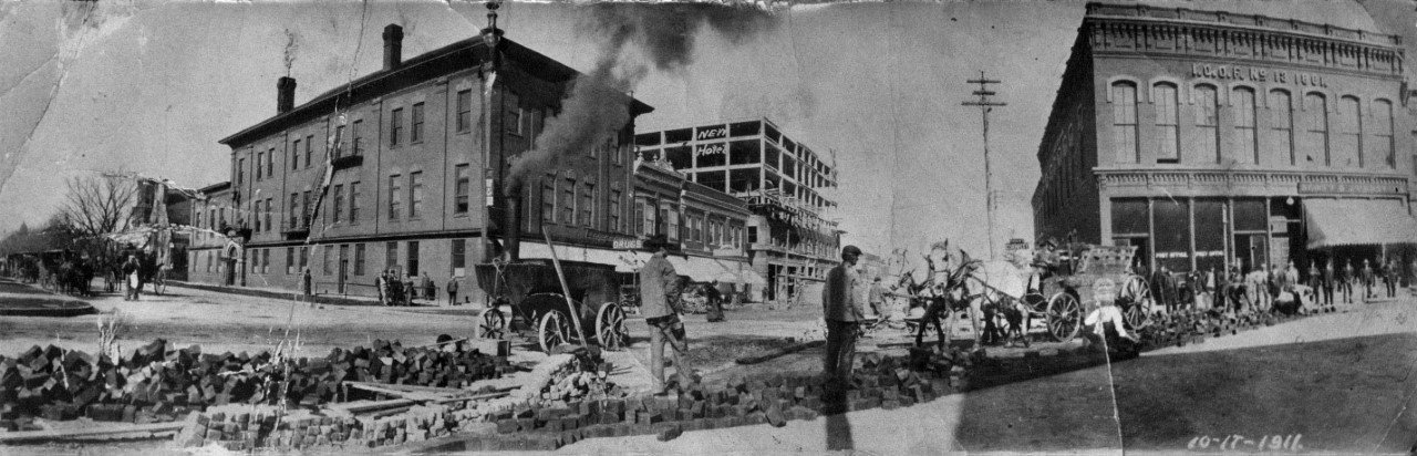 Crews pave the corner of Zumbro and Main Streets in 1911 / Photo: History Center of Olmsted County