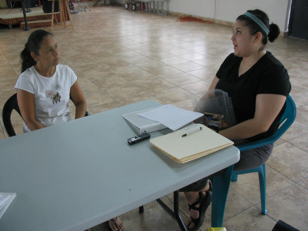 Speech therapist, Rui, interviewing parents