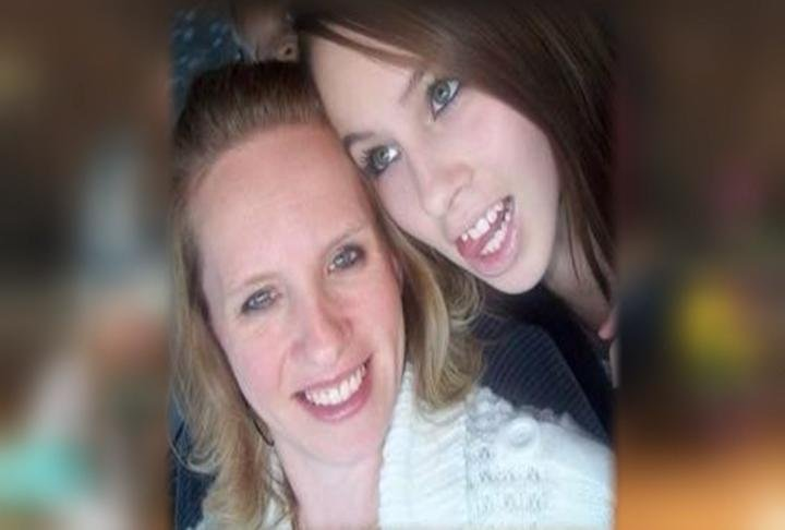Jennifer Leekley (left) with her late daughter, Katlyn, who donated her heart to Sandeen
