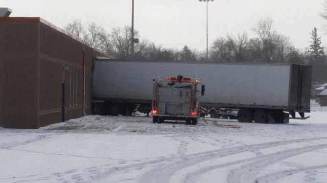 Semi crashes into side of elementary school in Minnesota