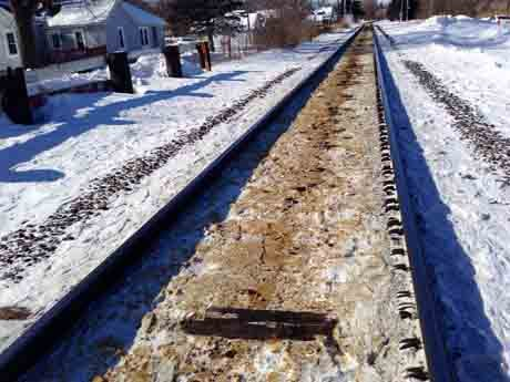 Oil residue on tracks near Winona / Thursday