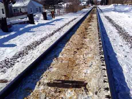 Oil residue on tracks near Winona / Thursday
