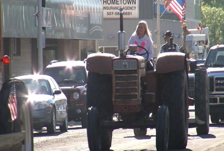 Students ride tractors to Blooming Prairie High School