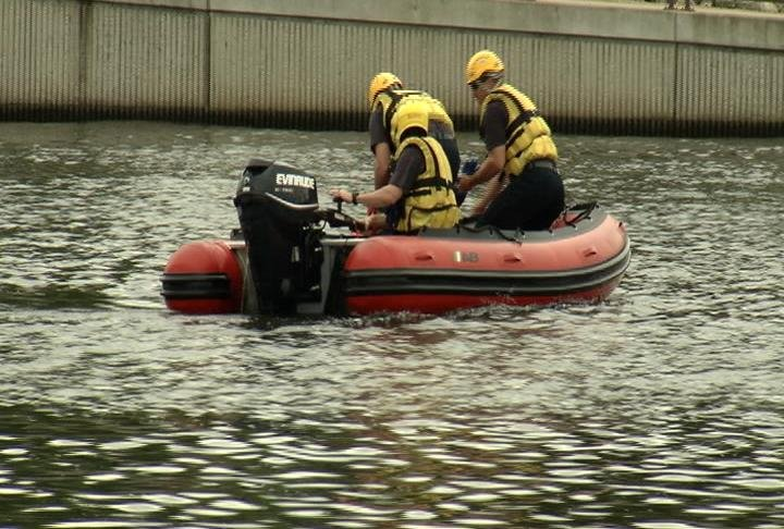 Rochester firefighters hold boat rescue training on Silver Lake / Photo: Chuck SIbley, KTTC-TV