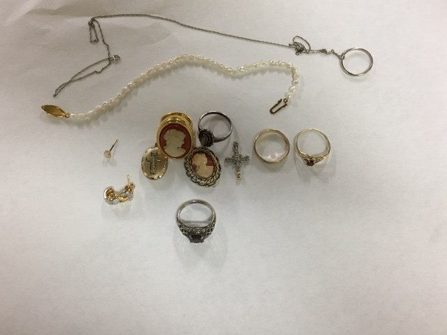deputies searching for the owner of stolen jewelry wvva