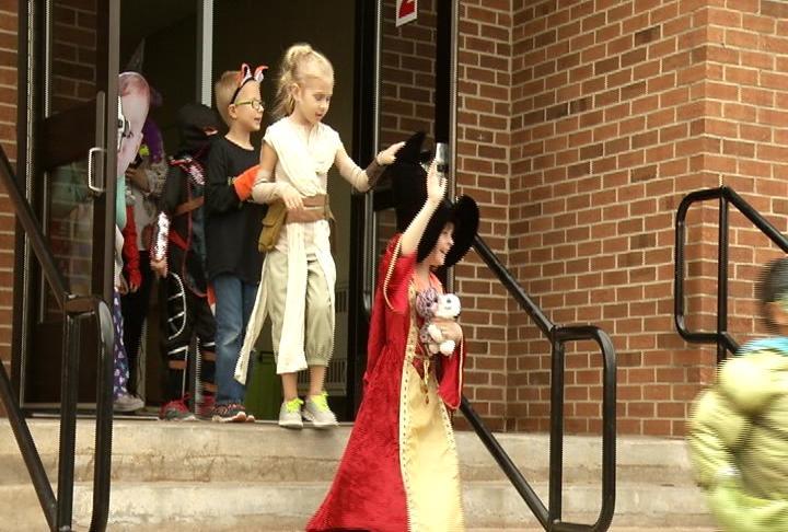 Longfellow Elementary continues Halloween costume parade tradition ? & Longfellow Elementary continues Halloween costume parade traditi ...