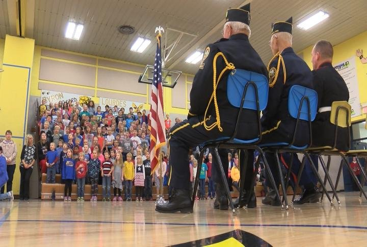 39 we love our veterans 39 hayfield elementary students for Community motors mason city ia