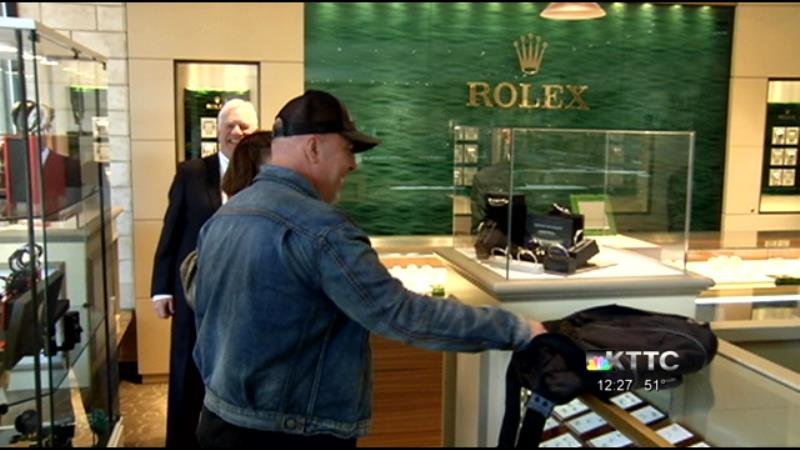Rochester jewelry store customer wins luxury bracelet for Jewelry stores in eau claire wi