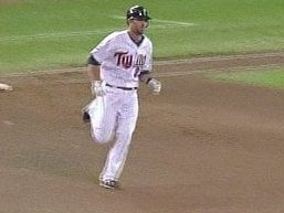 J.J. Hardy circles bases for Twins after one of his six homers last season